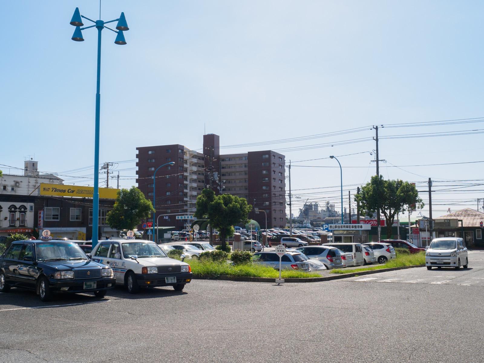 徳山駅みなと口の駅前