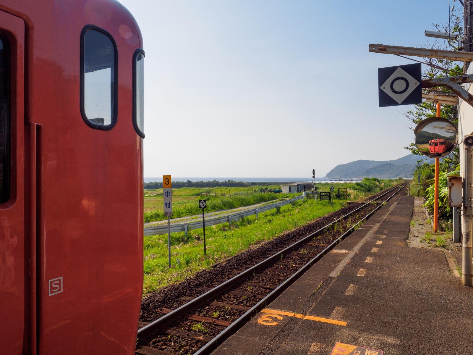 宇賀本郷駅に到着した列車