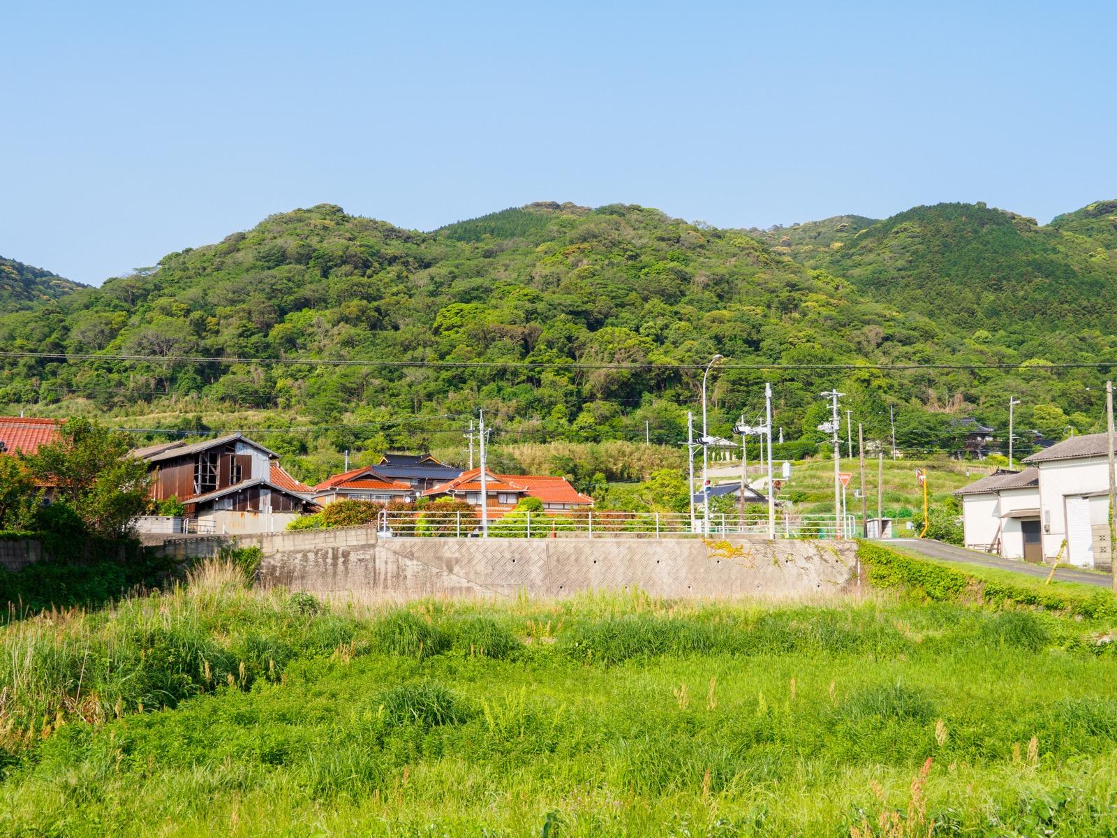 宇賀本郷駅から見た国道191号線