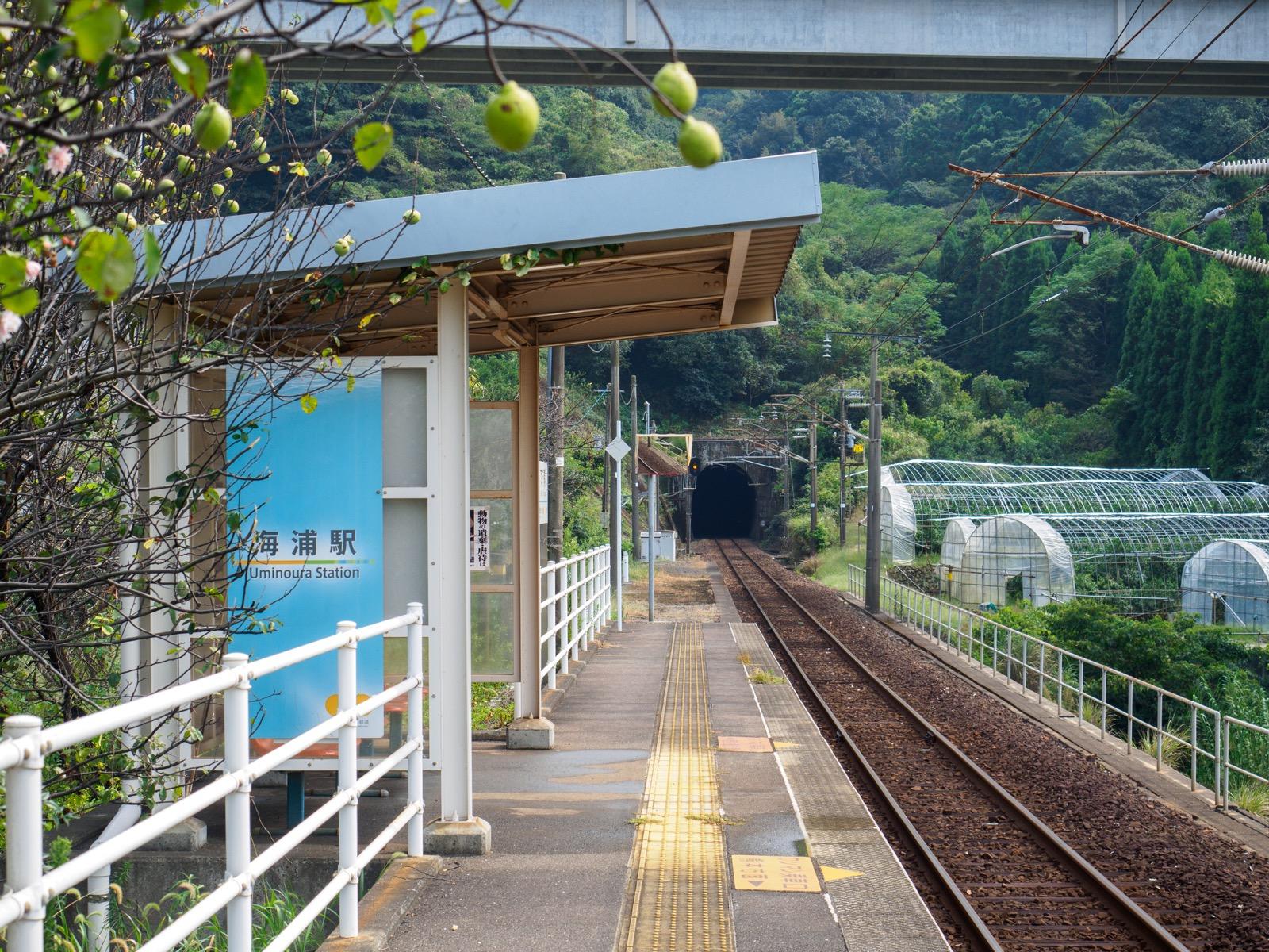 海浦駅のホーム