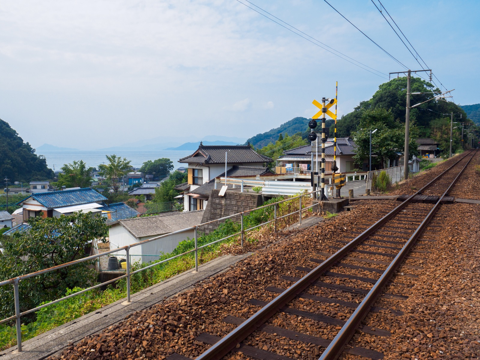 海浦駅前の踏切