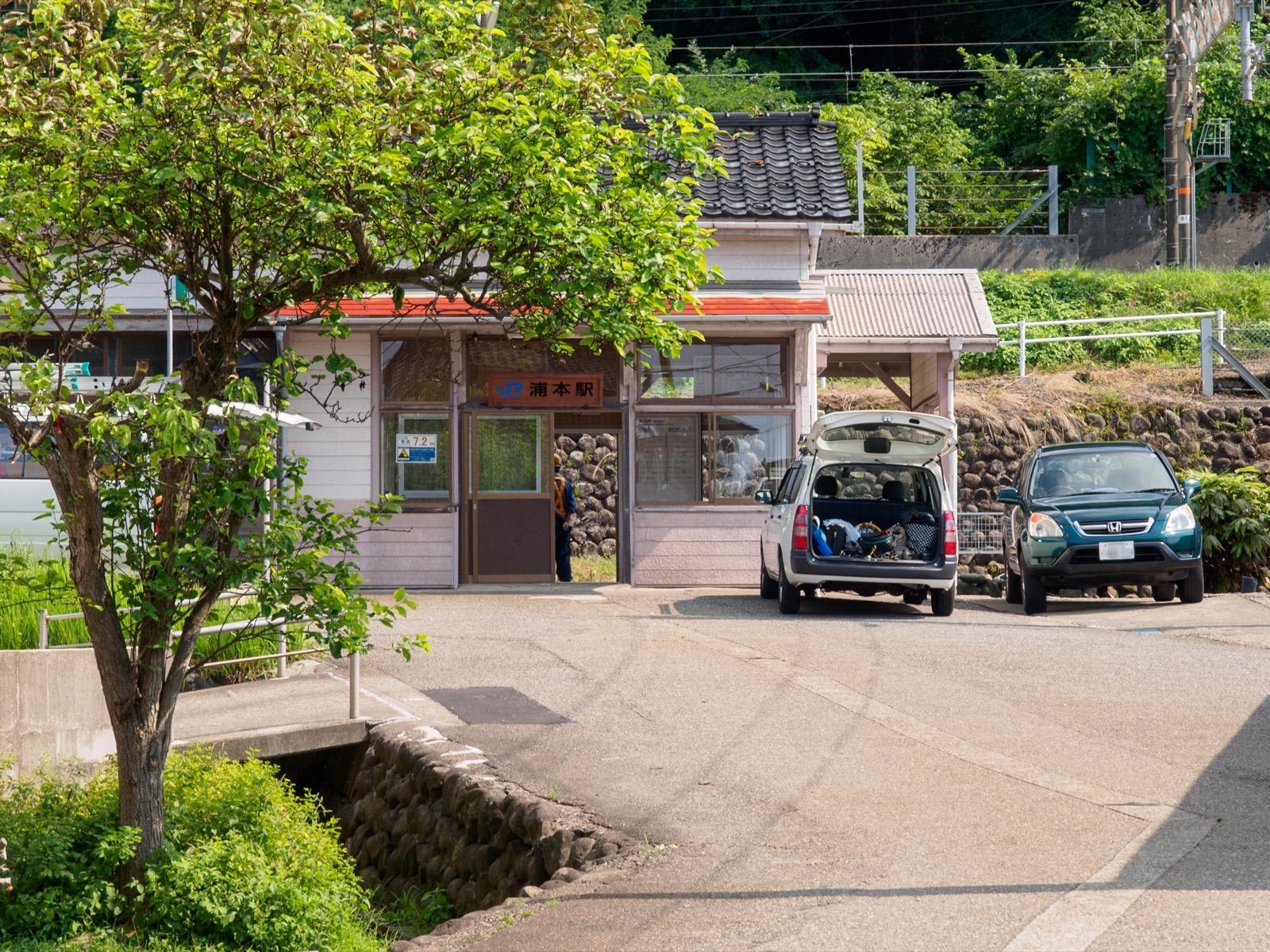 浦本駅の木造駅舎