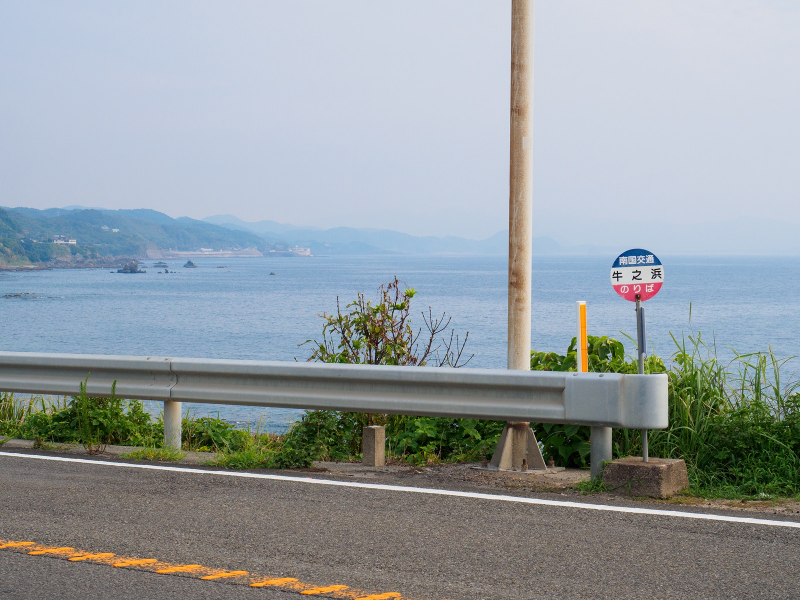 牛ノ浜駅前にある南国バスの「牛之浜」バス停