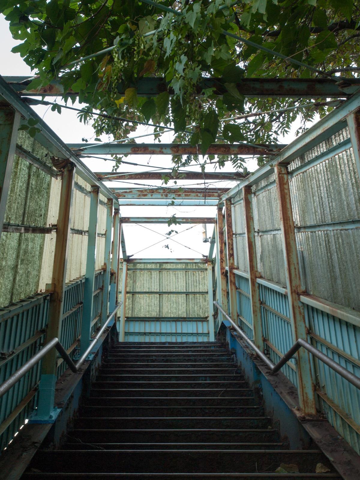 宇田郷駅の跨線橋