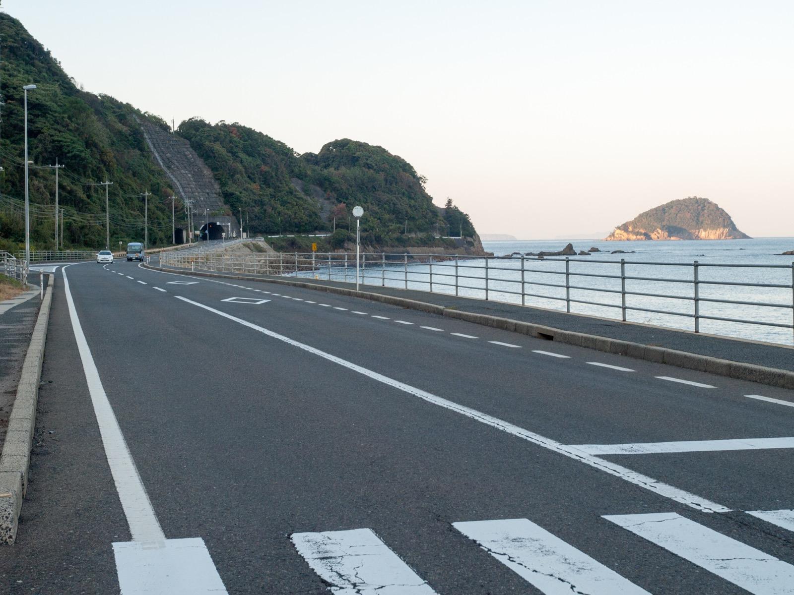 宇田郷駅前の国道191号線