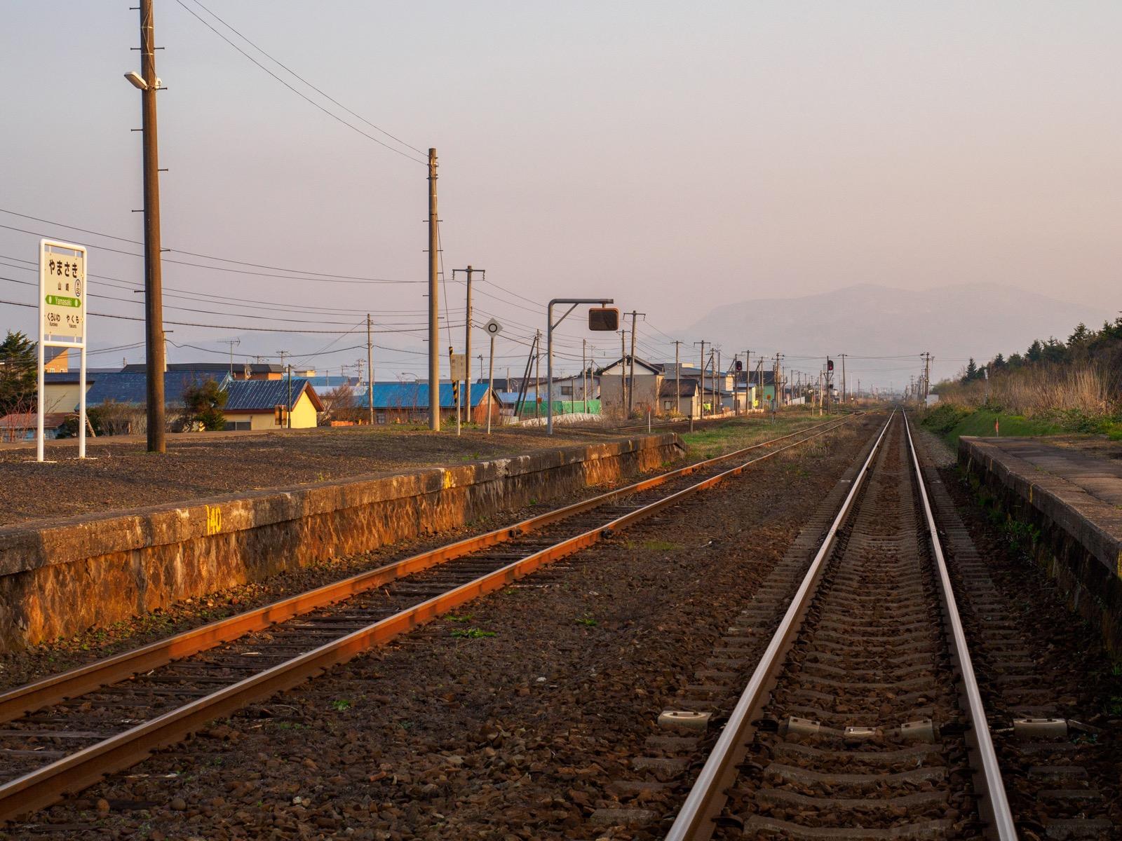 山崎駅から見た砂蘭部岳などの山々