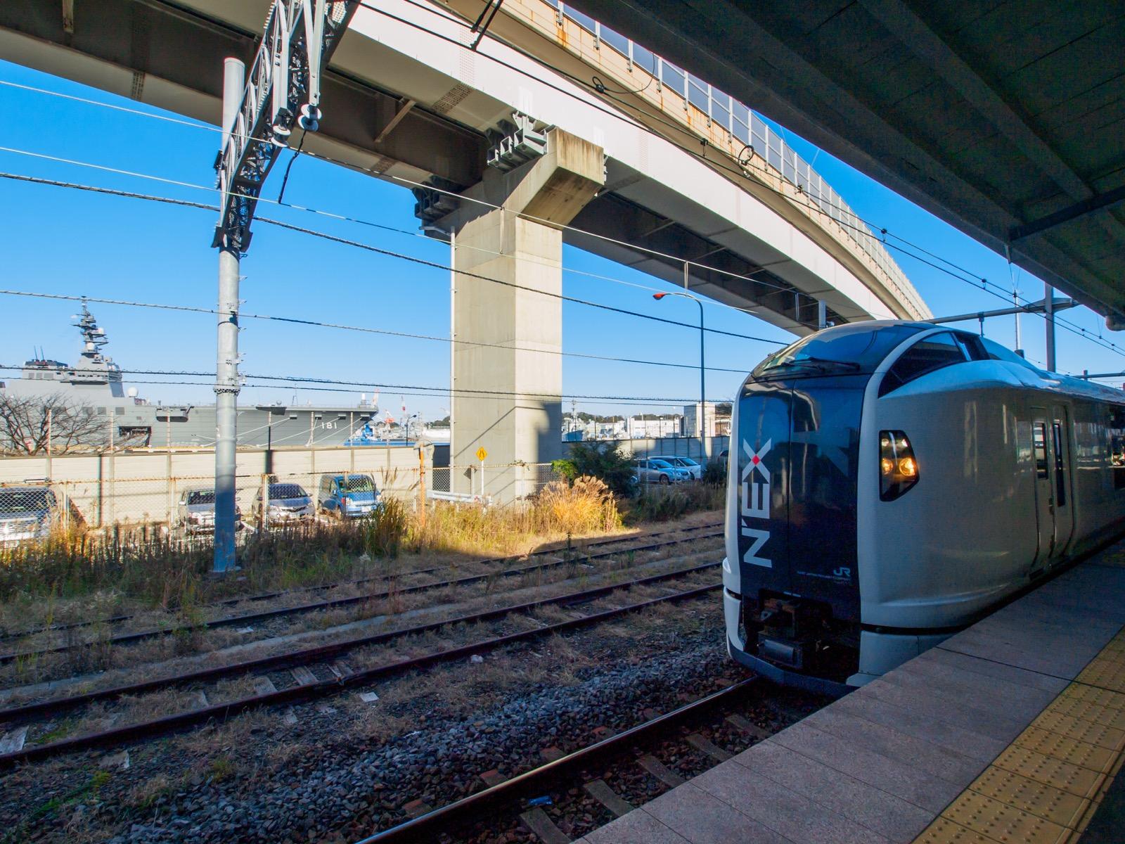 横須賀駅に停車する成田エクスプレス(2015年1月)